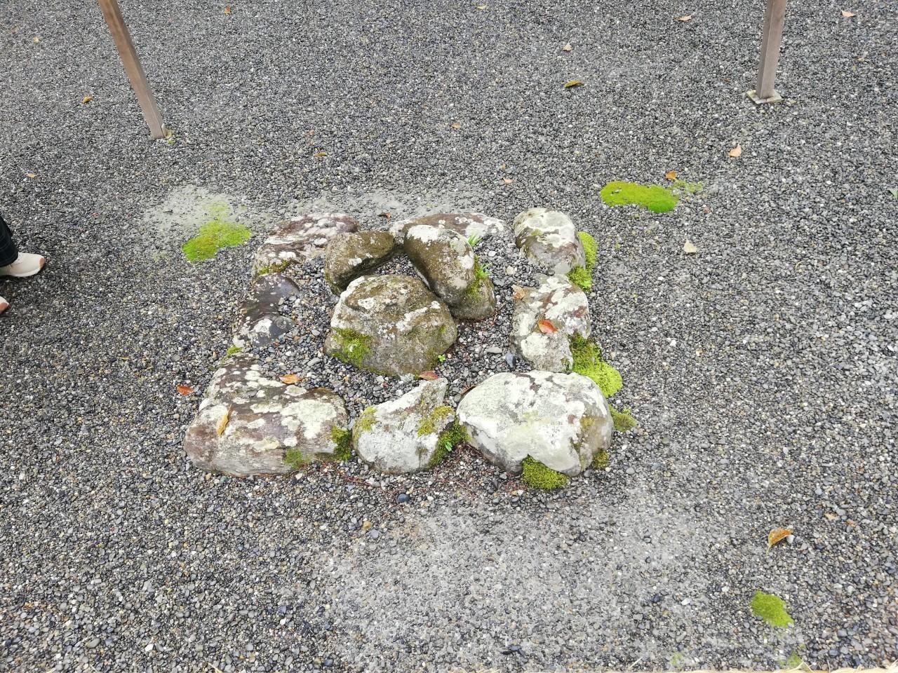 伊勢神宮・外宮の三ツ石