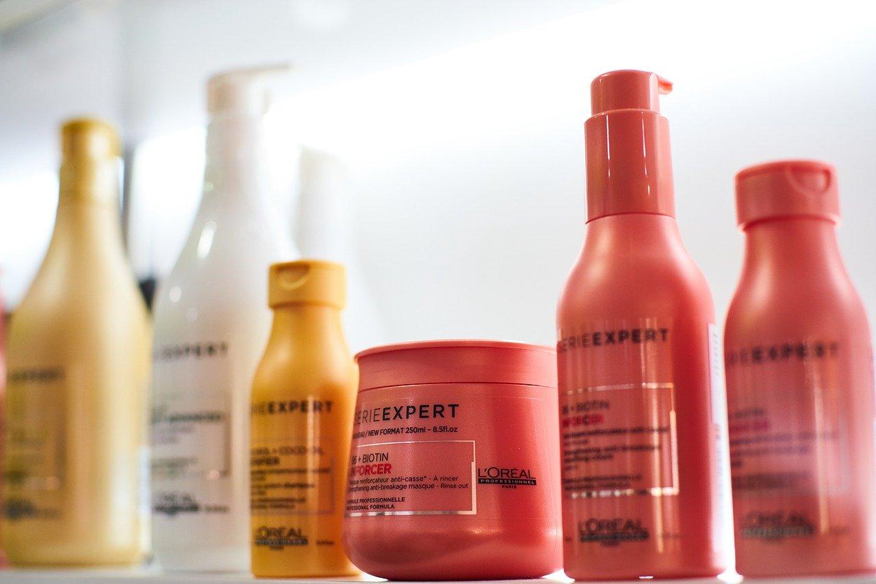 女性用育毛剤と育毛効果のあるシャンプー、トリートメント