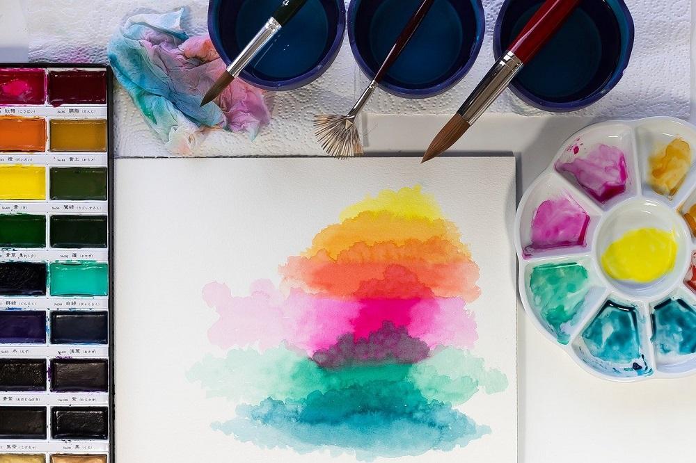 水彩絵の具とパレット