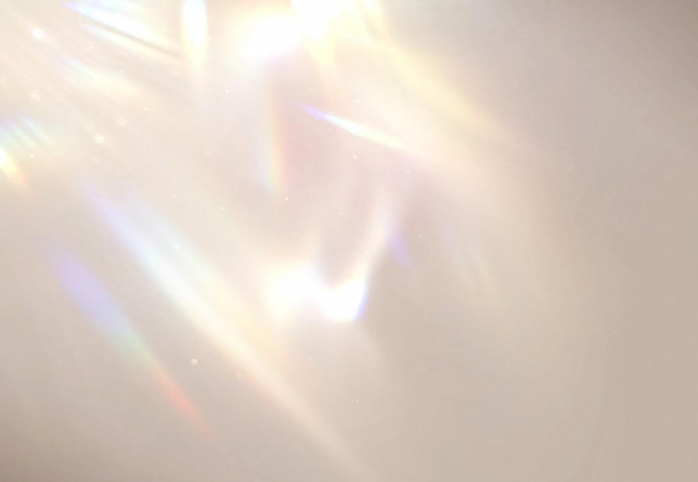 プリズムのように射し込む美しい光